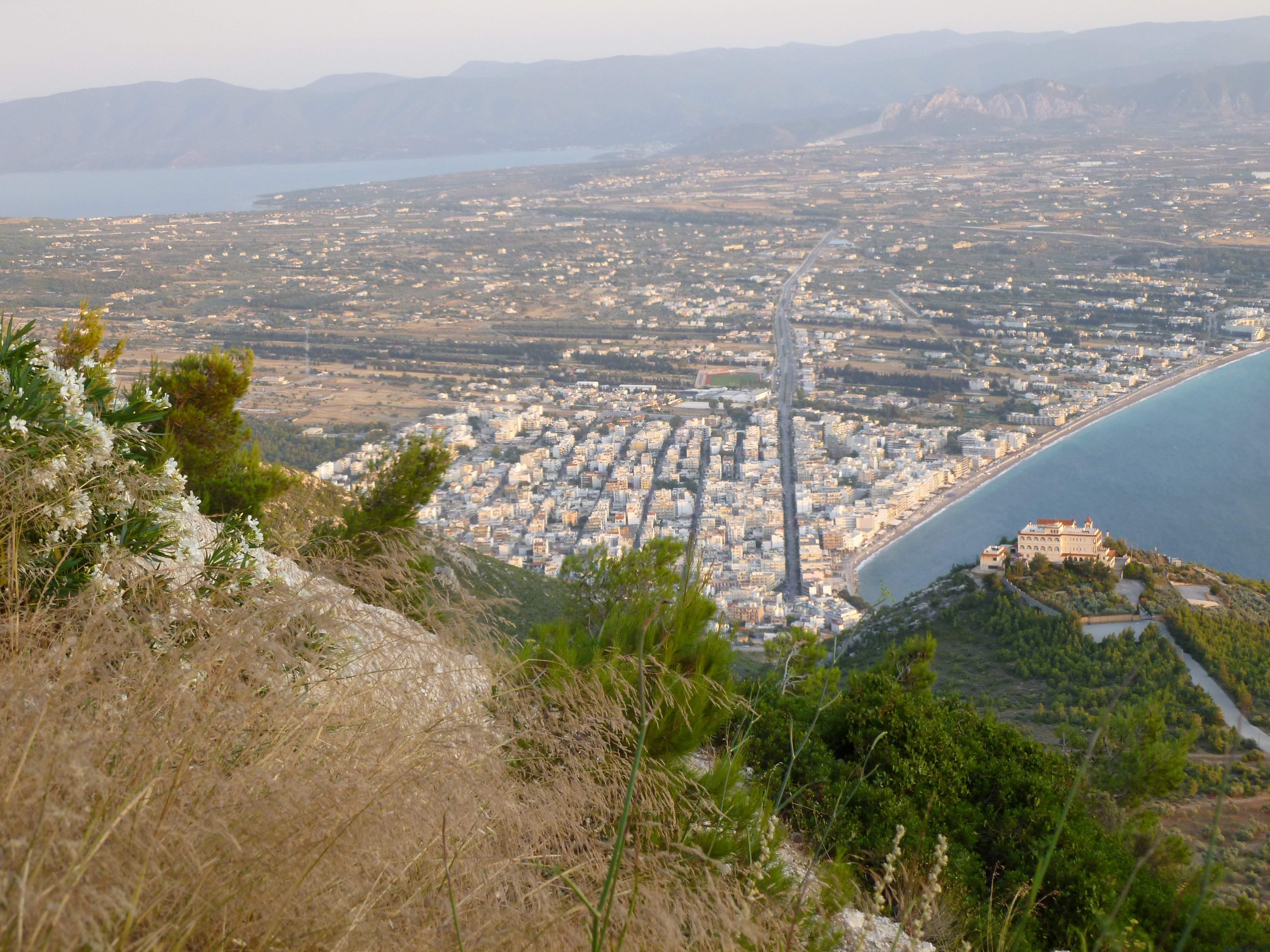 Вид на город Лутраки с монастыря Святого Патапия.
