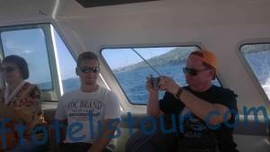 На водном такси едем на остров.