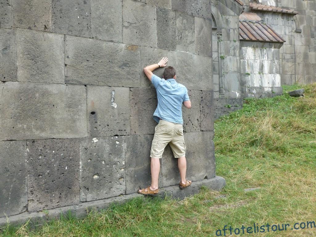 Прохождение вдоль стены