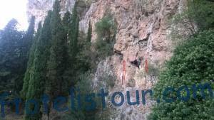 Входы в скальные кельи