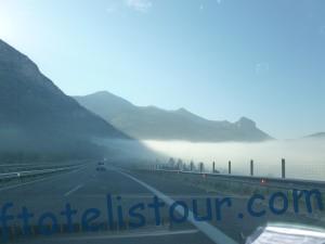 Утренний туман и горы